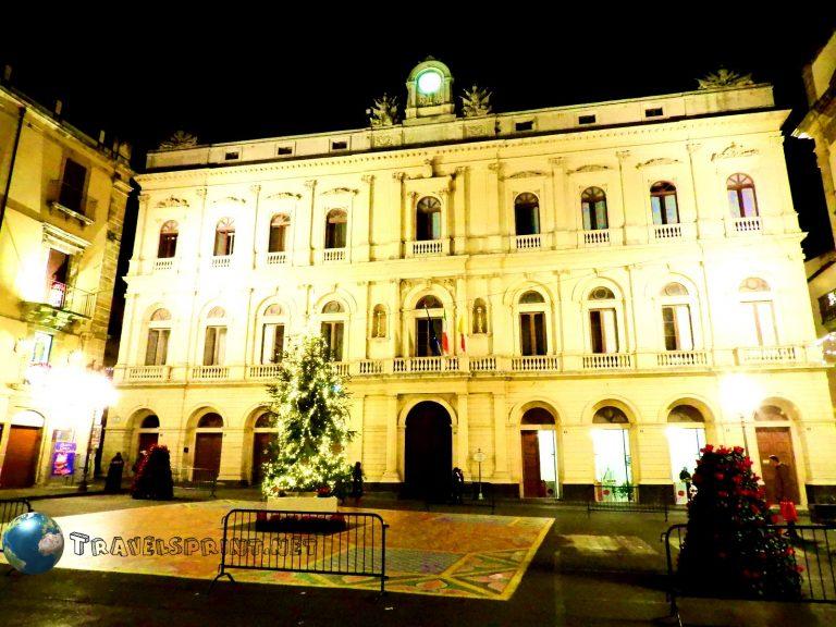 Piazza del Municipio,caltagirone, correre in sicilia