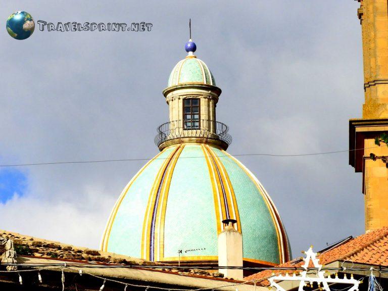 Cupola della Cattedrale di San Giuliano, Caltagirone, correre in sicilia