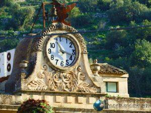 Orologio Palazzo San Domenico, modica, correre in sicilia