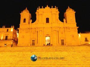Duomo di Noto, correre in sicilia