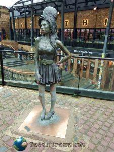 amy-winehouse-statua-camden-town-correre-a-londra