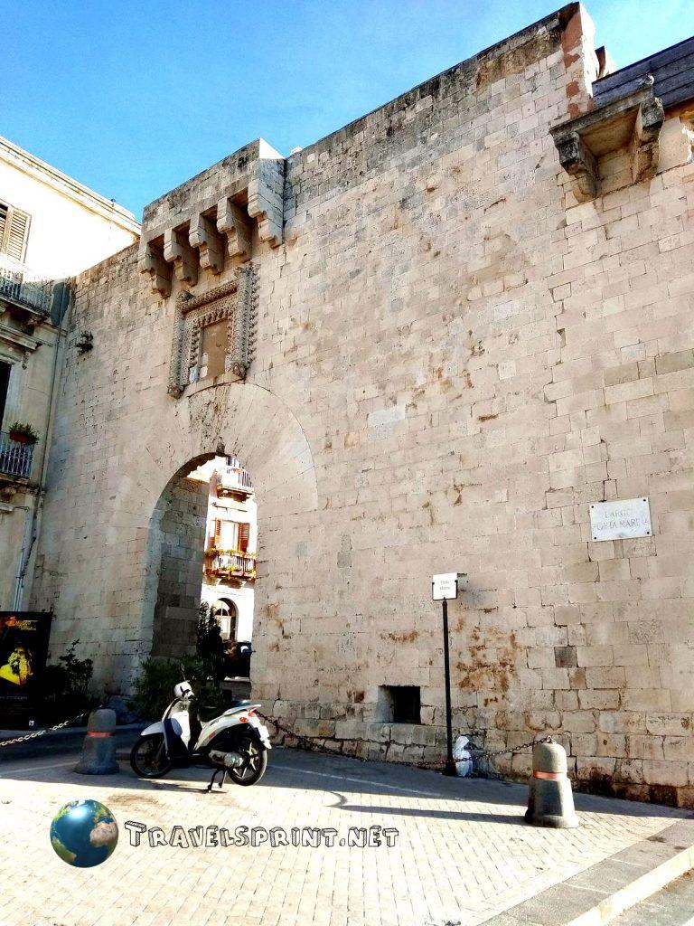 Largo Porta Marina, Siracusa, correre in Sicilia