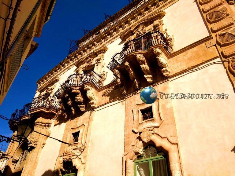 Palazzo Benevento, Scicli, correre in sicilia