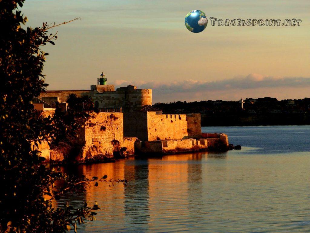 Castello Maniace, Siracusa, correre in sicilia