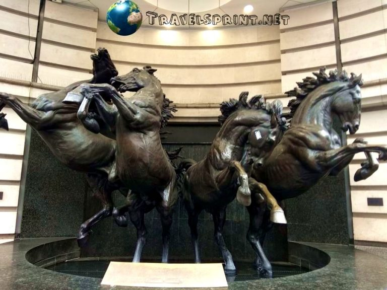 piccadilly-circus-cavalli-correre-a-londra